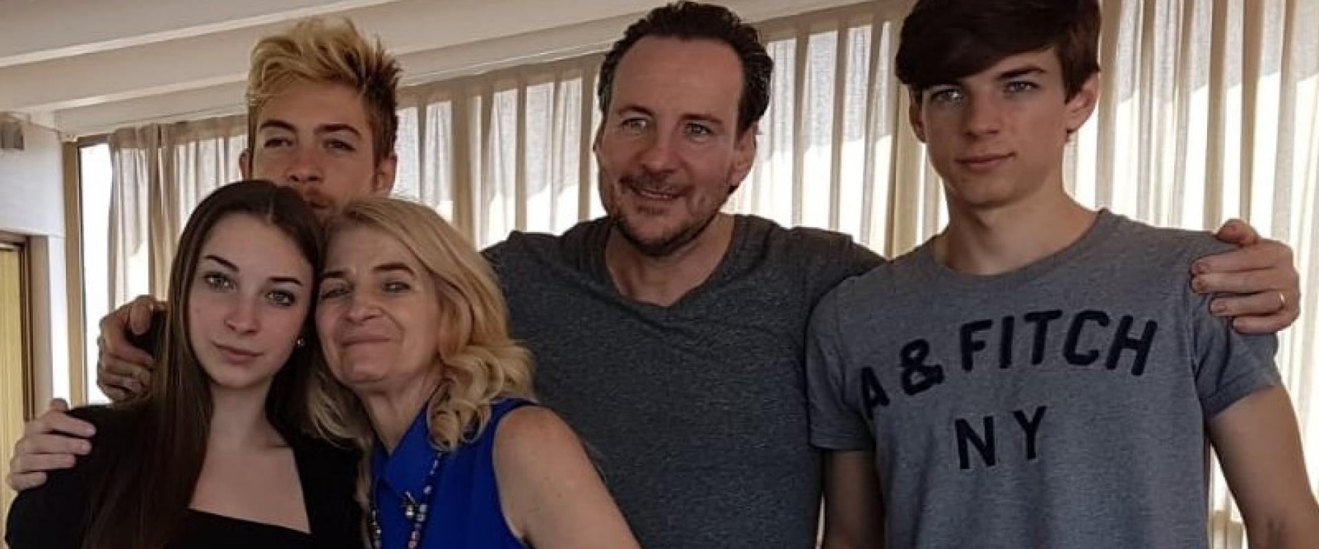 Loredana Pirrella con il marito Oscar e i tre figli